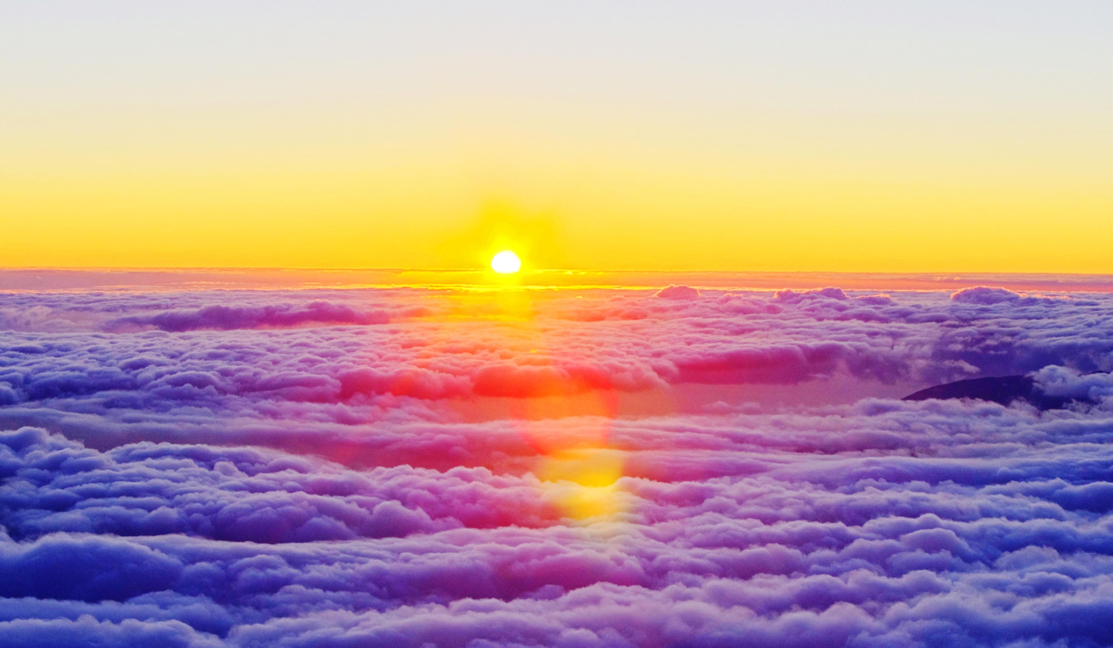 C'était chaud de trouver une image qui représente le climat, alors j'ai mis celle-là parce que je l'aime bien et qu'il y a des nuages dessus :)