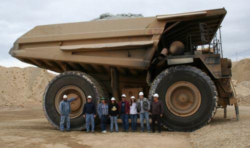 Coucou petit camion de la mine de Silicium pour fabriquer mon ordi :)