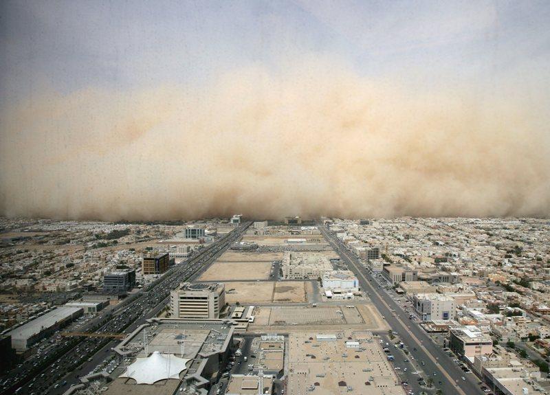 Hou la belle tempête de sable ! C'est pas dans Interstellar, c'est à Ryad en vrai | http://www.paperblog.fr/