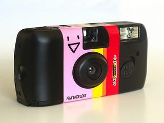 Même les appareils photos étaient jetables au temps de l'économie linéaire ! |www.flickr.com, Janne Moren